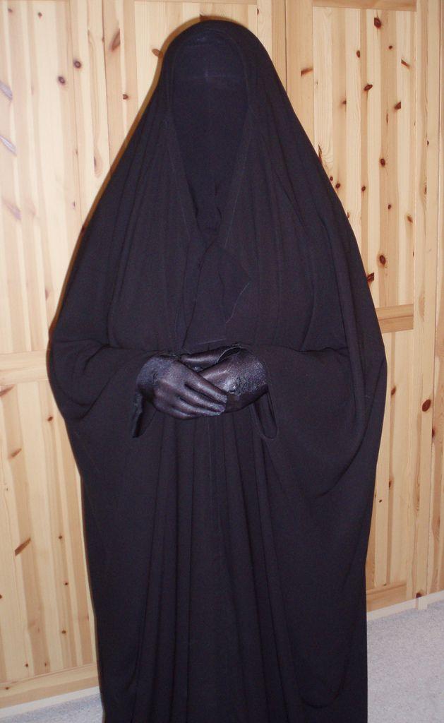 https://flic.kr/p/7FLRaG | P1010012 | In my new black overhead abaya