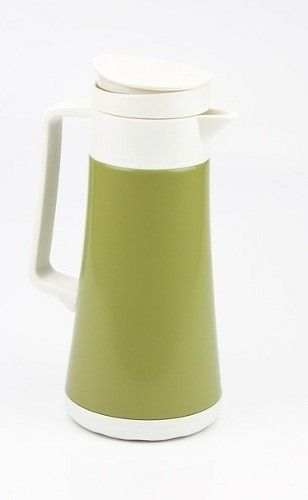 Garrafa Termica Inox Slim Green 600ml - Termopro TP6531  As garrafas térmicas Slim são produzidas com camada dupla de aço inox revestida com pintura especial, disponível em três cores que vão transformar sua cozinha! Fabricada em aço inox de alta qualidade, com dupla parede interna que gera isolamento a vácuo para manter as bebidas quentes por 12 horas ou geladas por 24 horas.