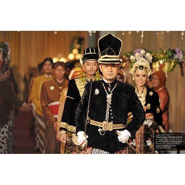 #foto kirab #pengantin #pernikahan #jawa Tika+Yugo #wedding at #JEC #Yogyakarta #javanesewedding #weddingceremony by #Poetrafoto, http://poetrafoto.com/wedding-photography.html