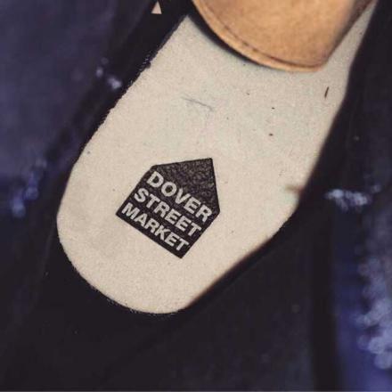 """【国内4月16日発売予定】 ドーバーストリートマーケット × ナイキ エアジョーダン1 レトロ ハイ OG オブジディアン/ホワイト (789747-401)。ラグジュアリーな光沢感を持つスペシャルモデル!世界の有名ブランドや新進気鋭のデザイナーのアイテムを取り扱う""""ドーバーストリートマーケット(DOVER STREET MARKET)""""。以前より、リーク画像が流れていた、ジョーダンブランドとのコ..."""