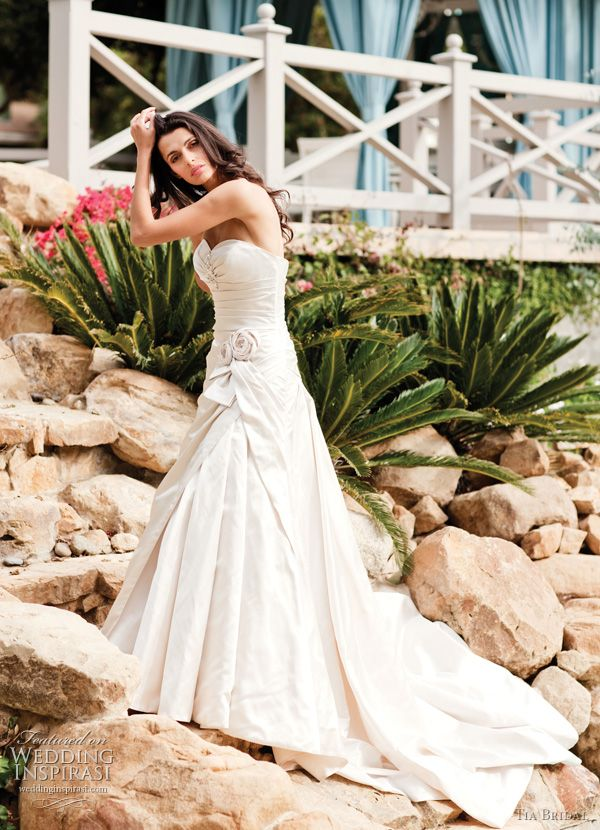 tia benjamin roberts wedding dress @ http://weddinginspirasi.com/2011/02/09/tia-bridal-by-benjamin-roberts-2011-wedding-dresses/