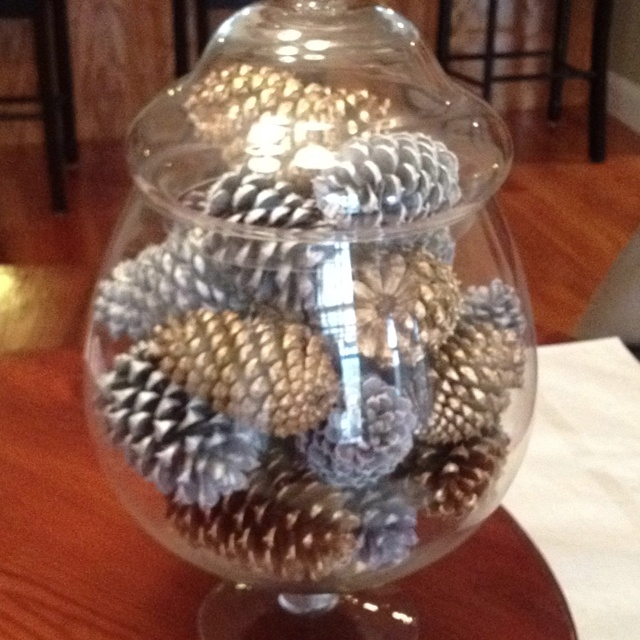 Christmas pine cones gold and silver spray paint diy for How to paint pine cones for christmas