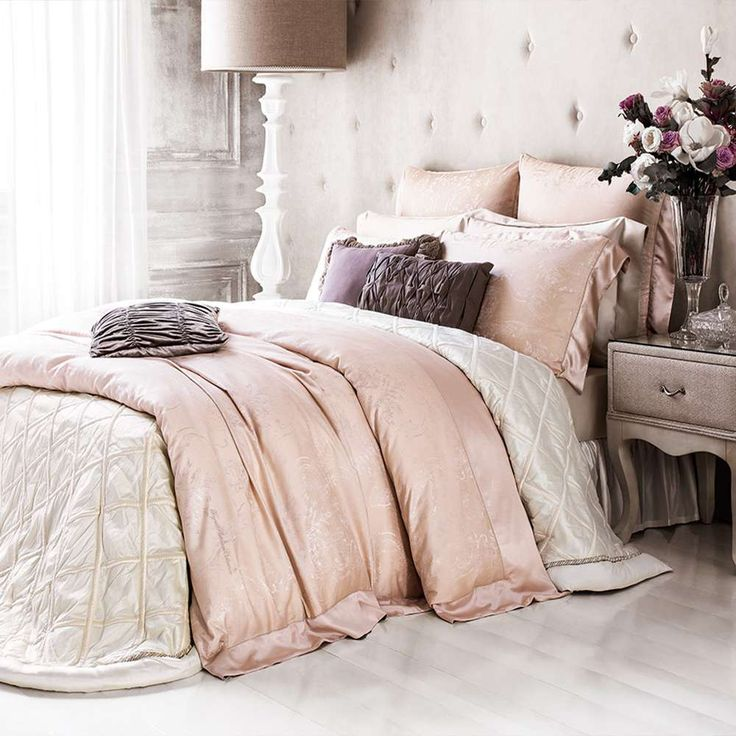 Bedding Set VICTORIAN and bedspread Artemis  Fabric: Slik/Cotton Composition: 52% cotton, 48% silk  Includes: 1 duvet cover, 1 flat sheet, 2 pillowcases