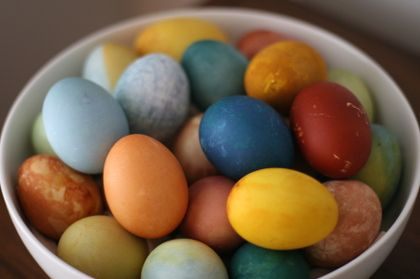 Would you believe these eggs are all dyed with veggies and spices? So earthy/natural and pretty! :)