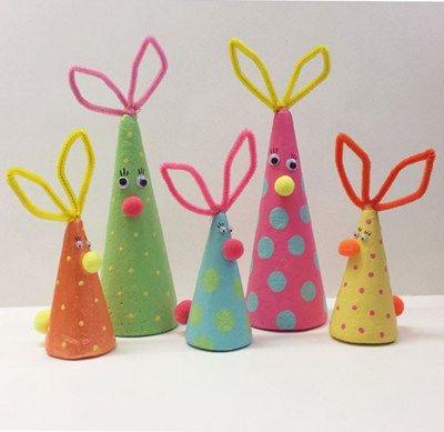 Påsk harar :) Easter bunnies Hauskat pääsiäispuput kartioista.