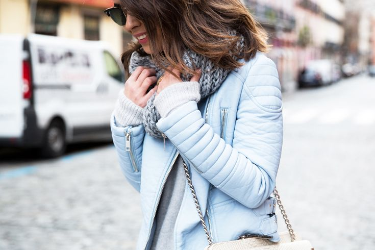 Outfit con biker azul pastel
