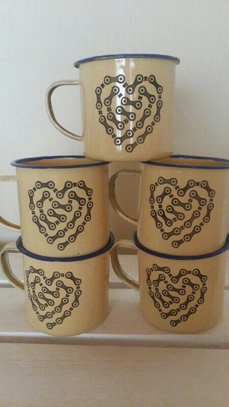 Cycling chain heart enamel mug
