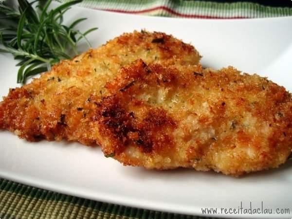 Com casquinha crocante e tempero de alecrim, esse Filé de frango fica uma delícia! http://receit.as/y4uz8z