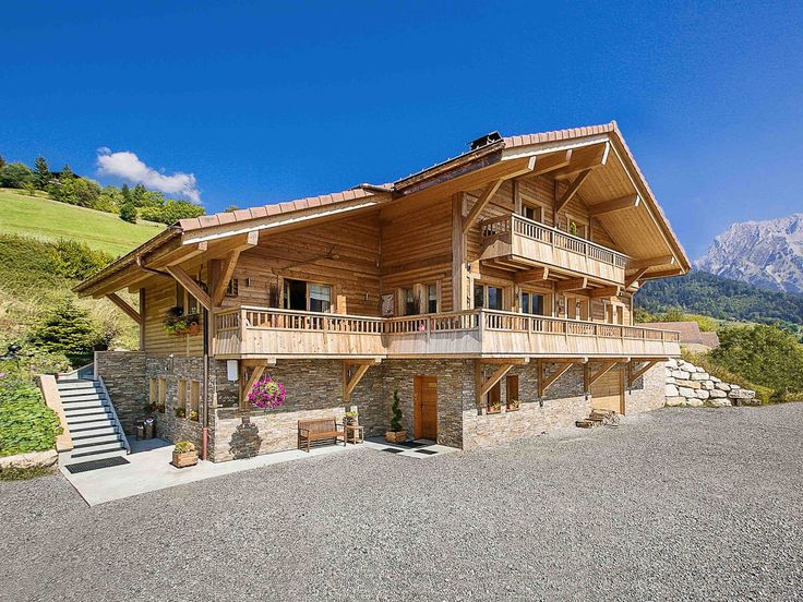 Luxury La Clusaz ski chalet, sleeps 10/11, 5 en suite bedrooms, steam room, large garden and terrace, close to village and slopes
