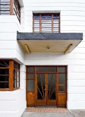 Art deco exterior features
