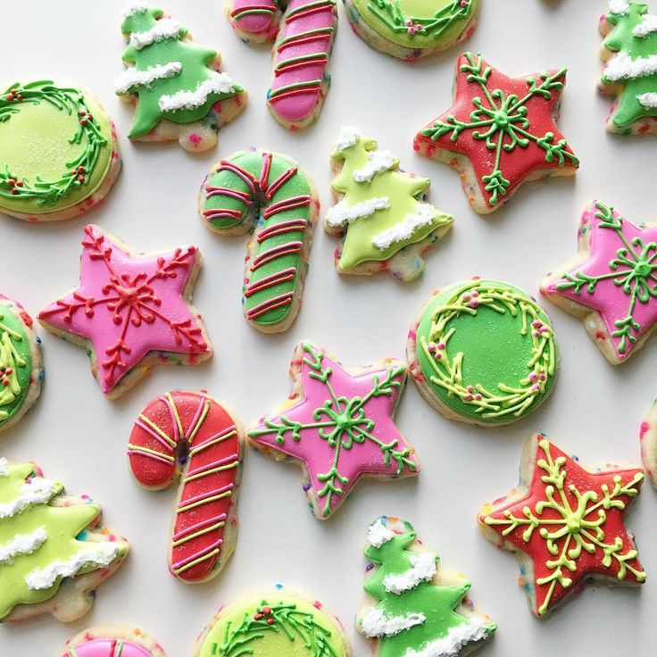 A red, pink and green Christmas set 😍🌲❤️💕💚 #pinkandgreen #pinkredgreen #pinkandred #christmascookies