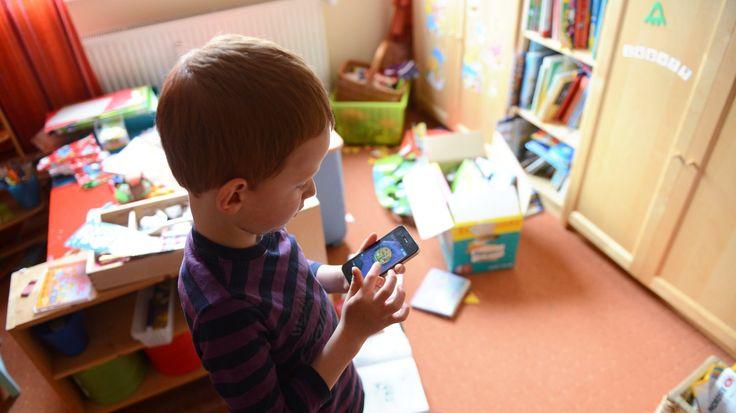 Unkonzentriert, hyperaktiv, sprachverzögert: Die übermäßige Nutzung digitaler Medien schadet Kindern, belegt eine Studie. Und fordert von den Eltern mehr Fürsorge.
