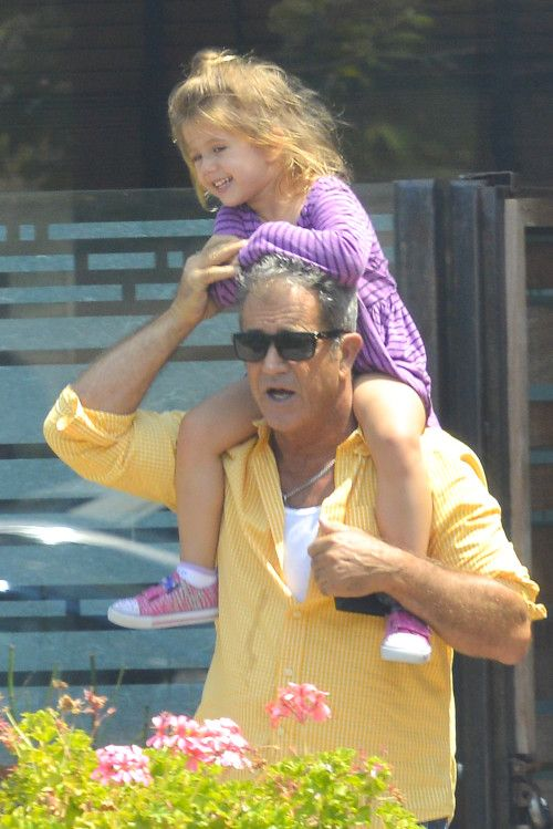 Doting dad Mel Gibson spends time with his favorite ladies
