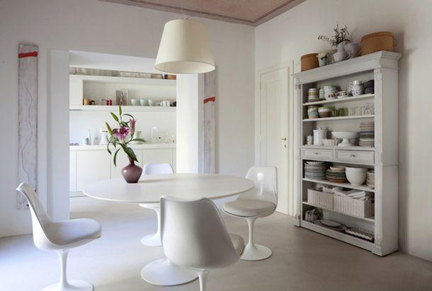 De bekende Italiaanse architect Sabrina Bignami was nauw betrokken bij de renovatie van dit appartement in het Toscaanse Prato. Het resultaat is een stijlvol en eenvoudig appartement waarbij vooral gebruik is gemaakt van lichte kleuren.
