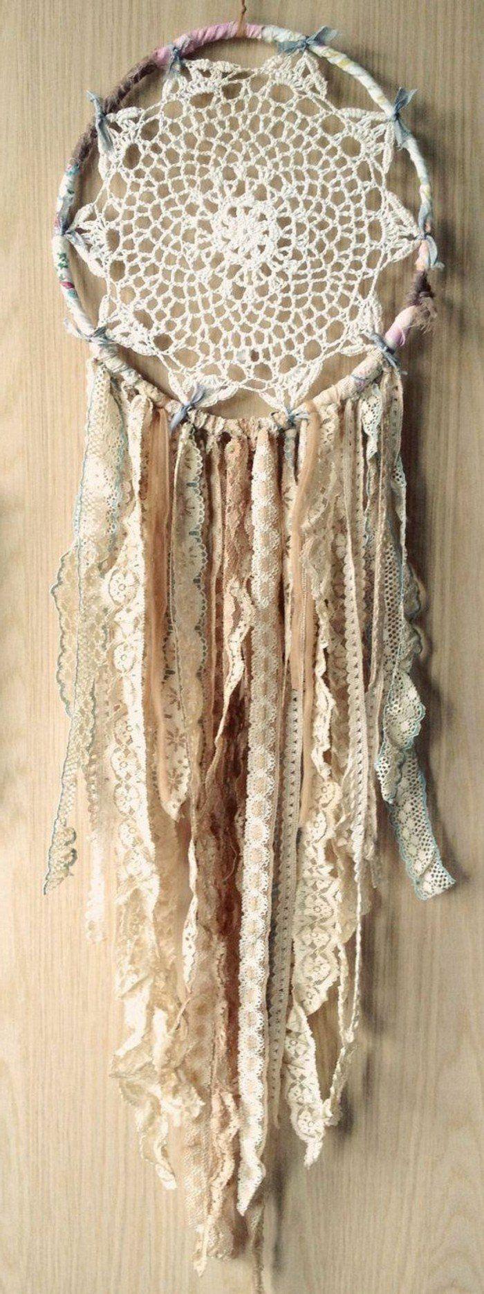 super suggestion attrape reves blanc, décoré de jolies dentelles, modele capteur de reve à l'esprit vintage