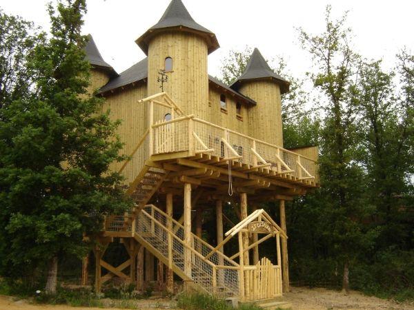 cabanes dans les arbres for the home pinterest. Black Bedroom Furniture Sets. Home Design Ideas
