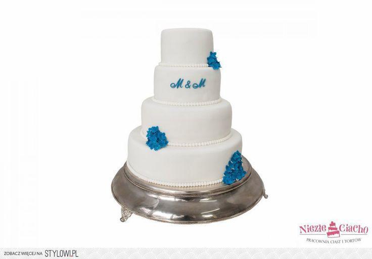 Biało-niebieski tort weselny, piętrowy tort weselny, okrągły tort weselny, niebieskie dodatki, wesele, Tarnów