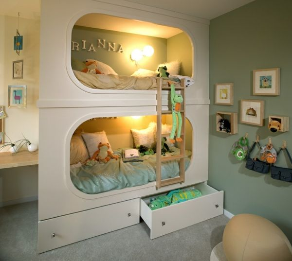 interessantes Kinderzimmer Hochbett