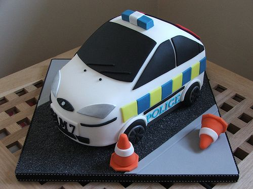 Police car birthday cake | Police car cake made for a 7 year… | Flickr