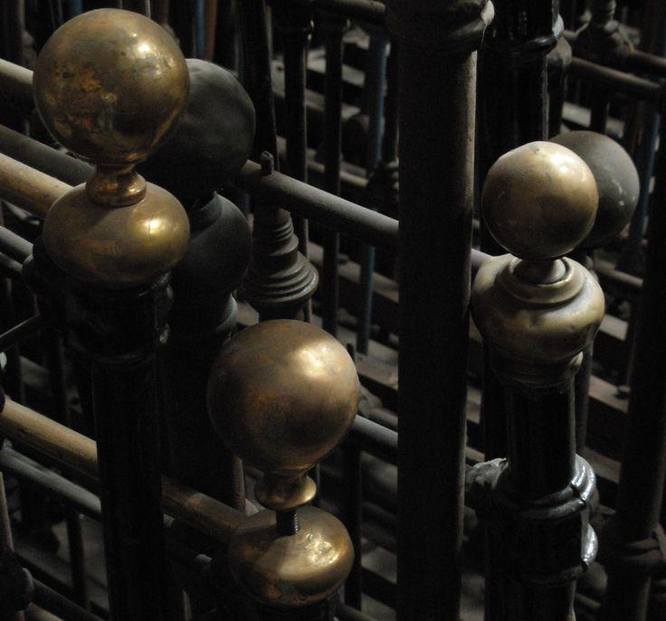 Camas de bronce y fierro, Antigüedades Carroza