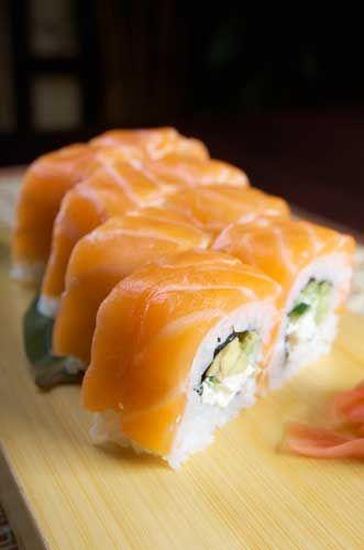 Smoked salmon and avocado uramaki - some international inspiration #recipe