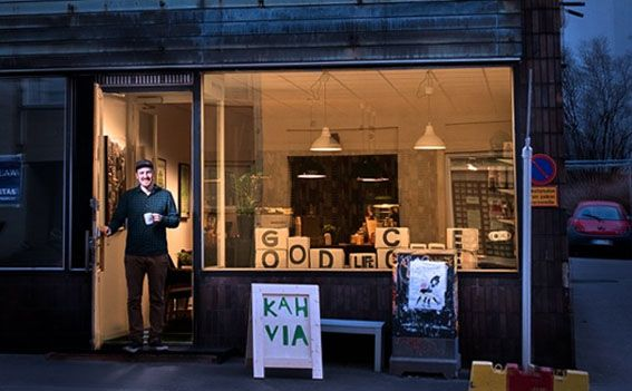 "Good Life Coffee: ""good"" is an understatement - their coffee is great. In Kallio.    http://goodlifecoffee.fi/"