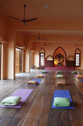 beautiful yoga space. This is so wonderful. I want to practice here