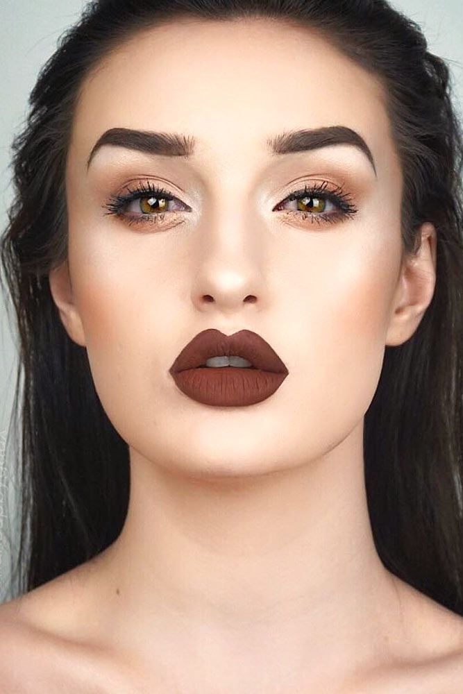 5 Beauty Tips on How To Apply Matte Lipstick ★ Use a Lipstick Brush picture 2 ★ See more: http://glaminati.com/matte-lipstick/ #makeup #makeuplover #makeupjunkie #mattelipstick