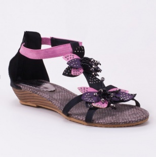 So cute and only $5?! Flower Sandal