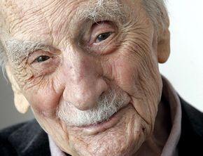Το συγκλονιστικό ποίημα ενός γέρου άντρα που βρέθηκε στα υπάρχοντά του όταν πέθανε