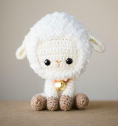 Adorable little crochet sheep ( free amigurumi pattern ) // Mini horgolt amigurumi bárányka ( ingyenes horgolásminta ) // Mindy - craft tutorial collection // #crafts #DIY #craftTutorial #tutorial