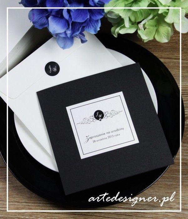 Zaproszenia ślubne Tiffany w wersji urodzinowej z ozdobnikiem na kopertę. Product By / www.artedesigner.pl