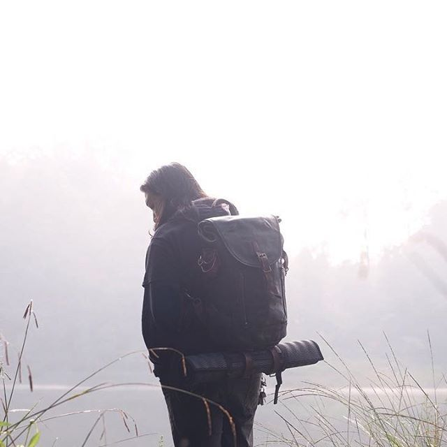 Indicates great enthusiasm to travel more.  Every purchase of the Alpinum Vol.II Rucksack will come with some gimmick that will help you guys embark on a memorable journey as well as help you easily preserve and remember the trip later. To find out what gimmick we have prepared, you better get one while stocks last. 📷 : @robertyafetta  #AlpinumVol2 #fieldtestjournals  #verne #verneindonesia #breathethepleasure #exploremore #leather #leathergoods #leatherstuff #leathercraft #handmade…