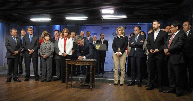 Firmado decreto que mejora salarios a trabajadores del Sena http://www.hoyesnoticiaenlaguajira.com/2017/08/firmado-decreto-que-mejora-salarios.html