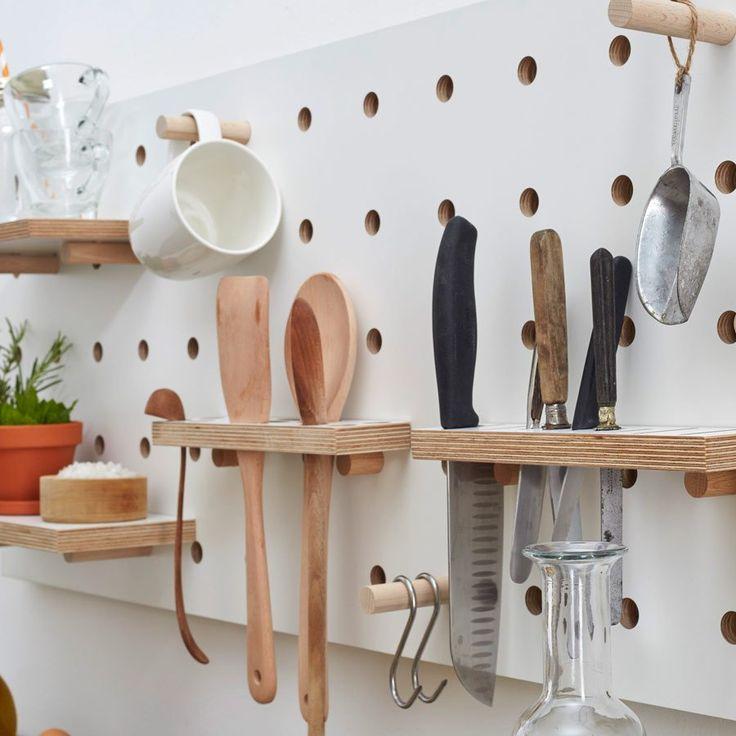 有孔ボードの壁面収納09 ホルダを使って細長い道具類も収納 キッチン