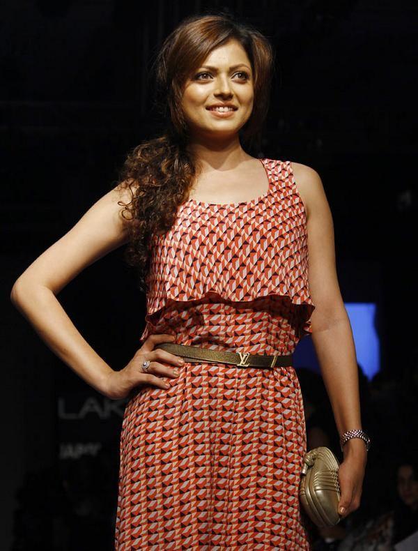 Drashti Dhami in payal singhal at Lakme fashion week winter festive 2014