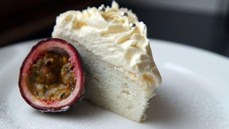 Englekake med mascarpone og pasjonsfruktkrem (Norwegian recipe)