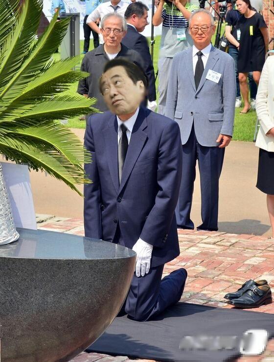 鳩山由紀夫クソコラグランプリのコラ画像「菅の顔くっつけた」