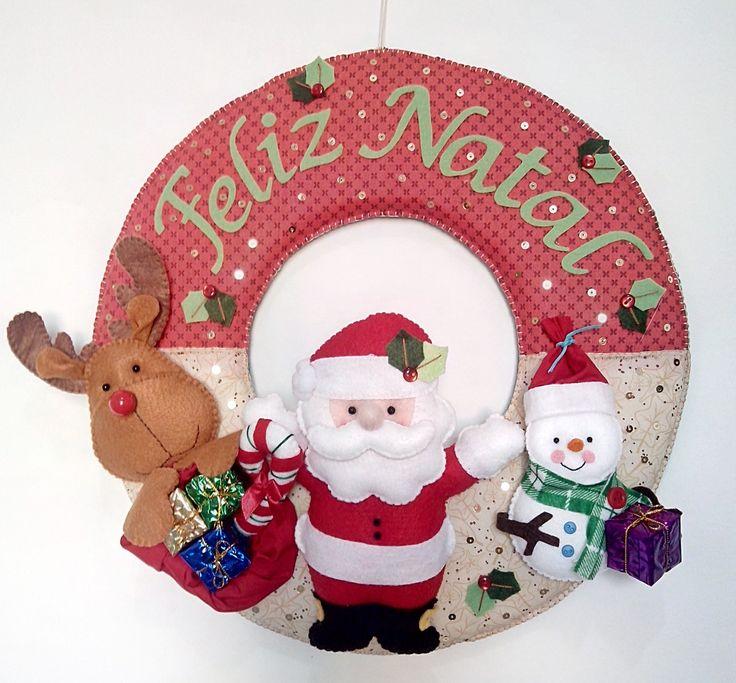 Guirlanda enfeite de Natal para porta. Feita em feltro e toda costurada a mão.
