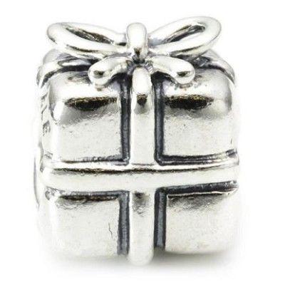¿Un regalo que es un regalo? :)  Cómo nos encanta este accesorio de Pandora. Sin duda nuestro preferido.  Completa tu pulsera con este original Regalo de plata de ley.