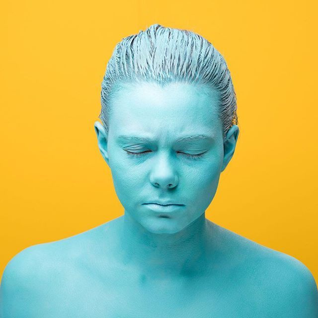 2/3  #blue #komplimentärkontrast #kontrast #contrast #colorful #colourfull #yellow #portraitphotography #portrait #blueandgreen #portrait #portraits #dslrphotography #dslr #canon #photography #photooftheday #photo #picoftheday #pictureoftheday #austrianphotographer #austrianphotographers #austrianart #kunsttirol