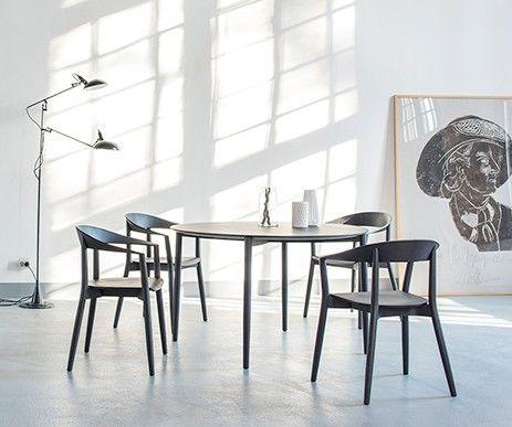 Nowoczesna kolekcja krzeseł i stołów zaprojektowana przez szwajcarskiego projektanta Pascala Bosettiego specjalnie dla Conmoto.