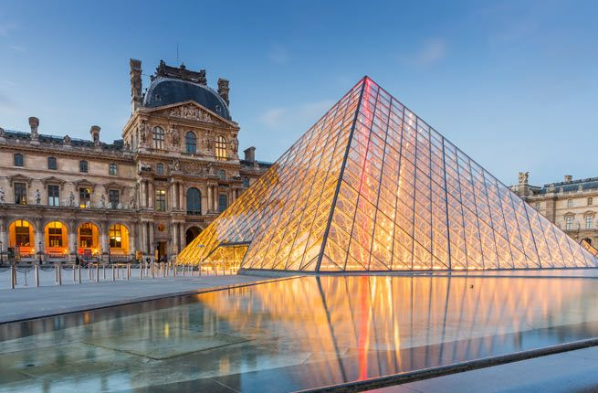 20 Ultimate Things to Do in Paris THE LOUVRE The most recognized symbol of Paris is the Tour Eiffel, but the ultimate traveler's prize is the Louvre. This is the world's greatest art museum—and the largest, with 675,000 square feet of works from almost every civilization on earth. The three most popular pieces here are, of course, the Mona Lisa, the Venus de Milo, and Winged Victory. Beyond these must-sees, your best bet is to focus on whatever interests you the most—and don't despair about…