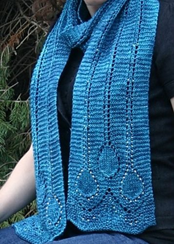 Ravelry: Deco Raindrop Scarf pattern by Natalie Servant