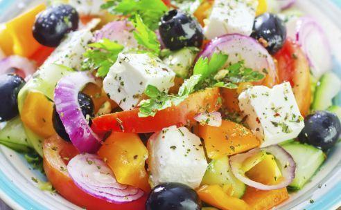 Mediterrane voeding, Bouillabaisse en nog veel meer. Weg van alle voetbalgekte verstop ik mij een tijdje in mijn pc kamertje om voor jullie een mooie column te schrijven over gezonde voeding. En wat meer is, ik wil het vandaag eens hebben over het mediterraanse dieet, als dit al een dieet mag genoemd worden. Het is eerder een gezonde levenswijze, maar het is bewezen dat dit de beste voeding is, op de Japanse na misschien.