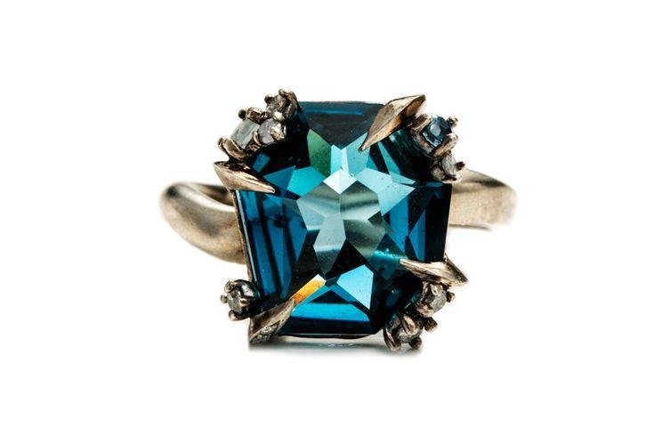Алексис Биттар запускает линейку fine jewelry