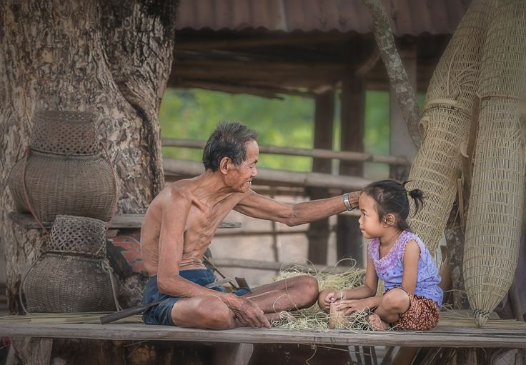 Uncle educate granddaughter by Visoot Uthairam on 500px