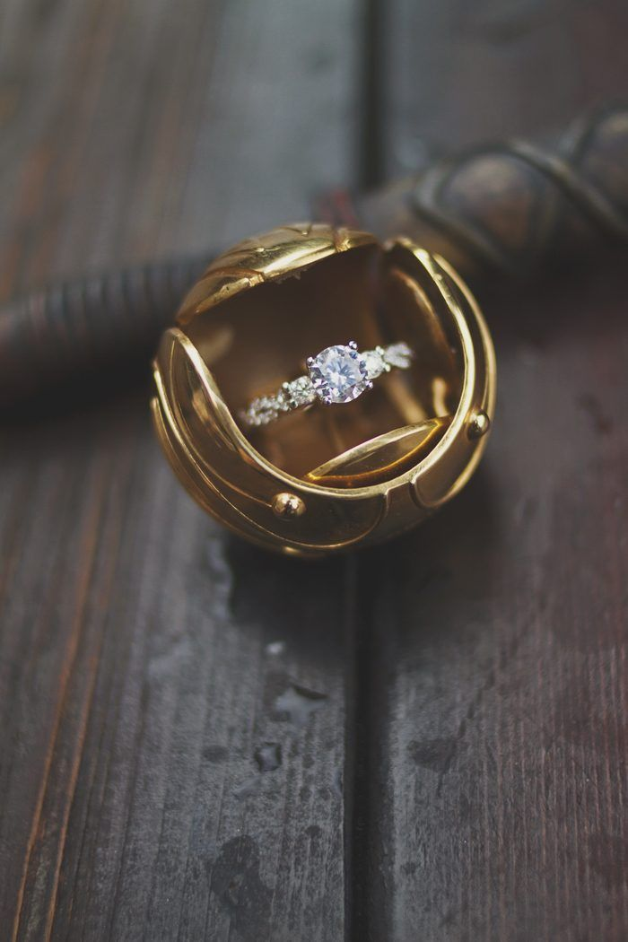 We're obsessed with this quirky Harry Potter marriage proposal complete with a unique golden snitch ring box!