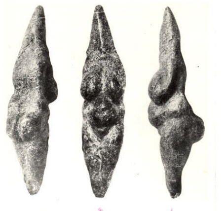 Venere di Savignano - 18.000 anni fa circa - pietra scolpita a tutto tondo - da Savignano, Modena - Roma, Museo Pigorini. Alcuni la vorrebbero più antica, rappresenterebbe addirittura una neandertaliana (!!??)