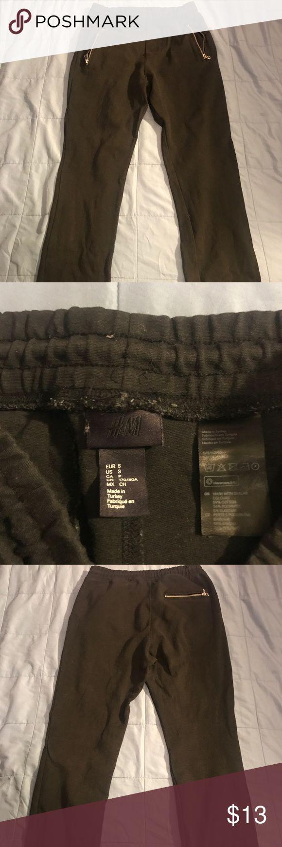 H&M CROP SLIM FIT JOGGERS 100% Authentic. SZ. S. MSRP $50. Excellent Condition. Slim black crop joggers. Any questions about this item pls comment. H&M Pants Sweatpants & Joggers